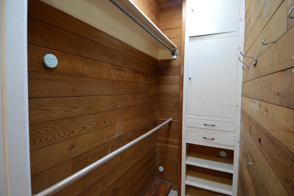 Copy of guest bedroom 2 closest