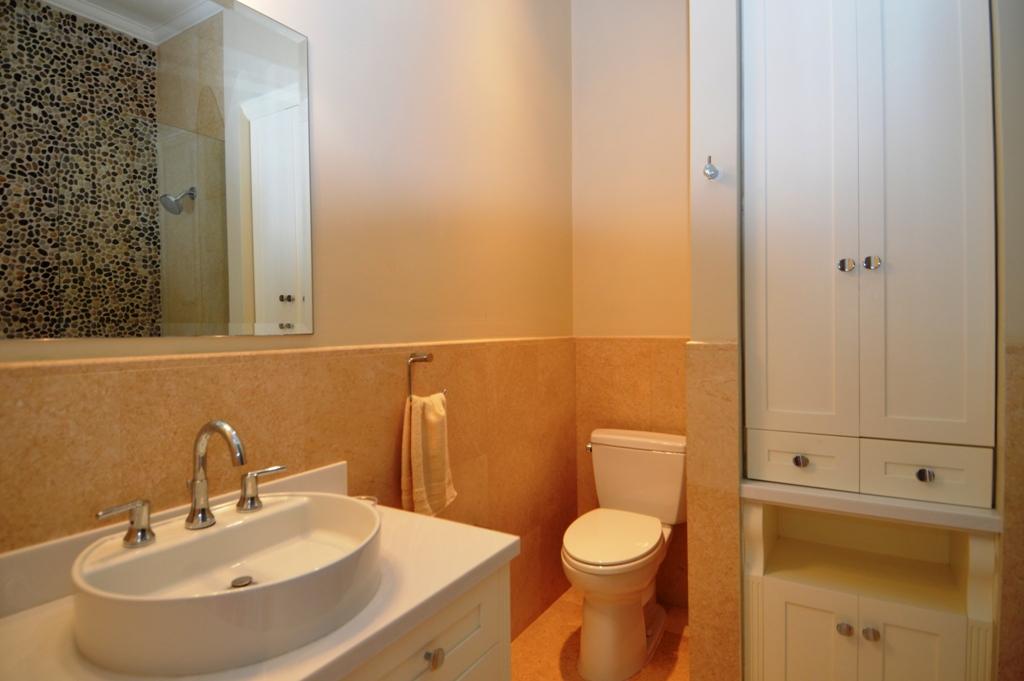 Copy of guest bedroom 2 bathroom